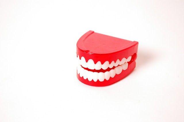los dientes amarillos
