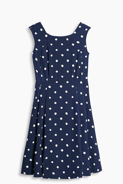 vestido azul con lunares blancos