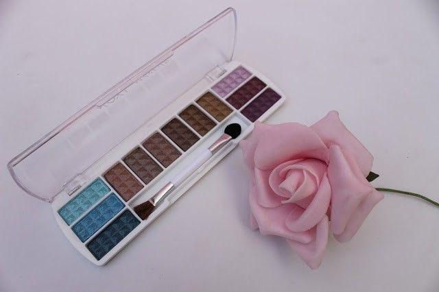 Zawachin x noyl eyeshadow palette